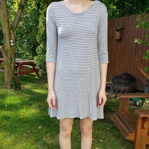Gray & White Swing Dress   Pockets   3/4 Sleeves